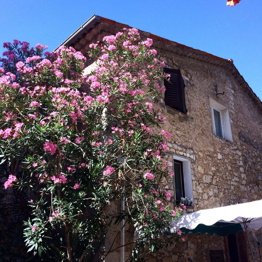 5 vakre landsbyer på den franske rivieraen